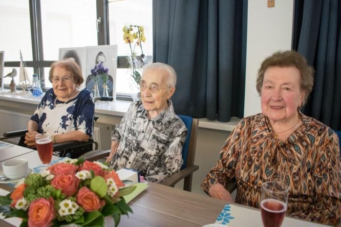 """Zuster Clothilde viert eeuwfeest met 103- en 101-jarige zussen: """"Samen delen ze bijna 305 jaar levenswijsheid"""""""