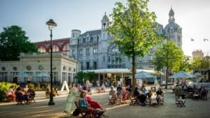 """Ondanks hitte blijven bezoekers toestromen in Antwerpen: """"Vakantie in eigen land steeds populairder"""""""
