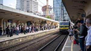 """NMBS moet treinen schrappen in Brussel, pendelaars woest: """"Dikwijls is er in Berchem al geen plaats meer"""""""