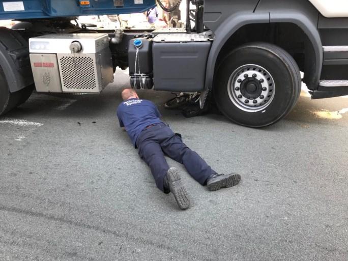 Fietsster aangereden door vrachtwagen, slachtoffer niet in levensgevaar