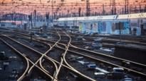 Infrabel wil piekuurtreinen van en naar Brussel maand schrappen