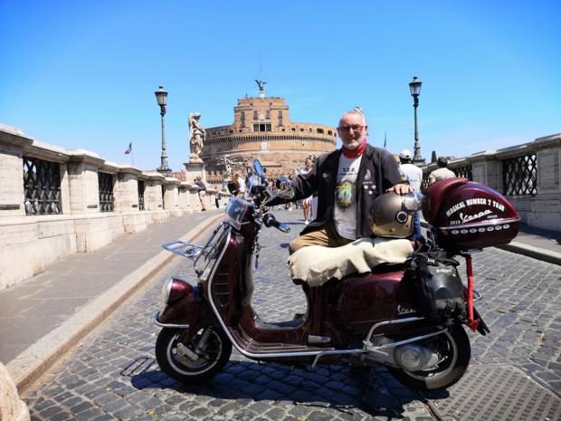 """70-jarige Vespa-avonturier is weer thuis na tocht door zeven landen: """"1.000 kilometer meer dan gepland afgelegd"""""""