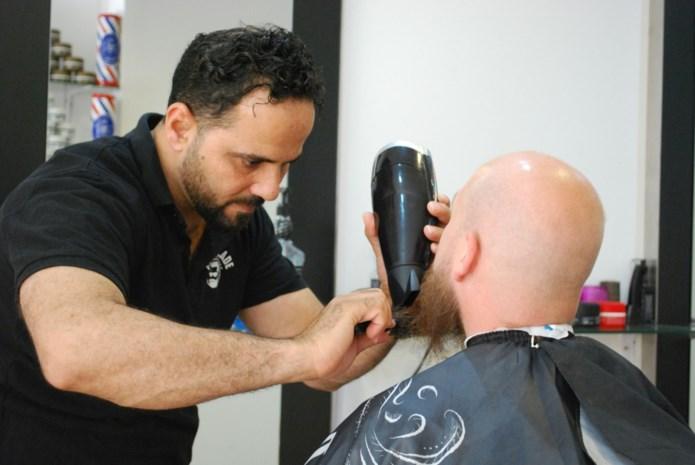 Nieuwe kapper-barbier wint 'Probeer een Winkel' en krijgt heel jaar helft huurprijs terugbetaald