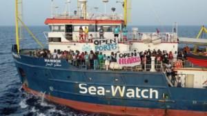 Duits reddingsschip met migranten op weg naar Italië