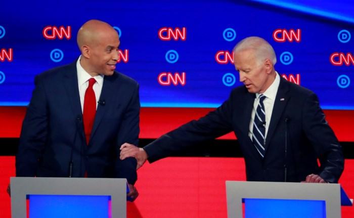 Joe Biden langs alle kanten aangevallen tijdens tv-debat van Democraten