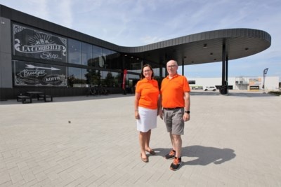Conservenblik pompt olie op: architecturaal benzinestation uithangbord kmo-zone La Corbeille