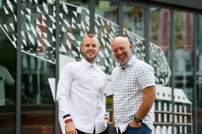 """Piet en Cyriel Huysentruyt openen nieuw restaurant: """"Is het eten ineens beter omdat ík er saus over giet?"""""""