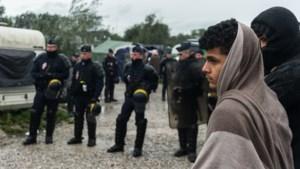 Franse politie ontruimt verschillende vluchtelingenkampen in Calais