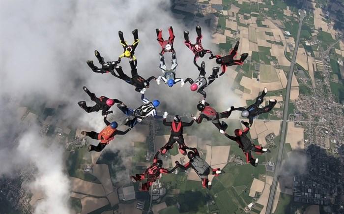 """Ils uit Kapellen wil eigen record 'formation skydiving' verbreken: """"Deze keer met 30 vrouwen"""""""