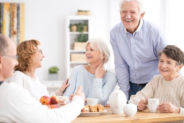 Wie sociaal blijft op latere leeftijd, loopt minder risico op dementie