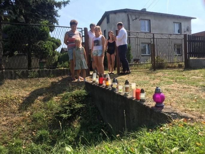 """Kaarsen op plaats waar Bjorg Lambrecht omkwam: """"Op het eerste zicht lijkt het geen gevaarlijk punt"""""""