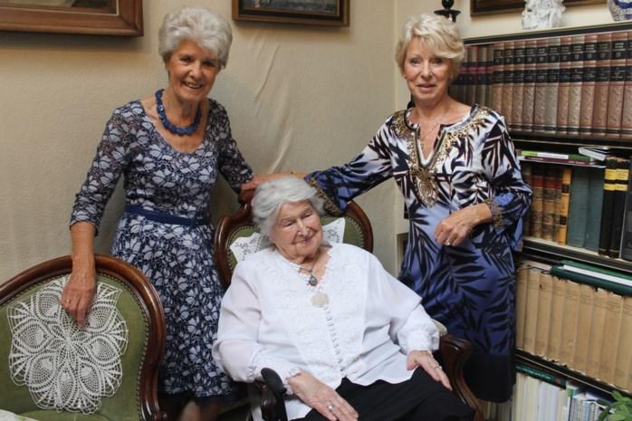 """Anneke is 107 jaar: """"Het geheim? De hulp van hierboven en op tijd en stond een 'Koetsierke' drinken"""""""