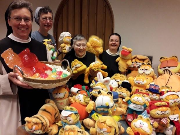 Zusters Trappistinnen verkopen dit jaar ook Garfield-spullen in zomerwinkel