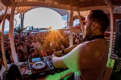 NACHTLEVEN. Cafeína Beach: Ibiza-vibes in Bocadero
