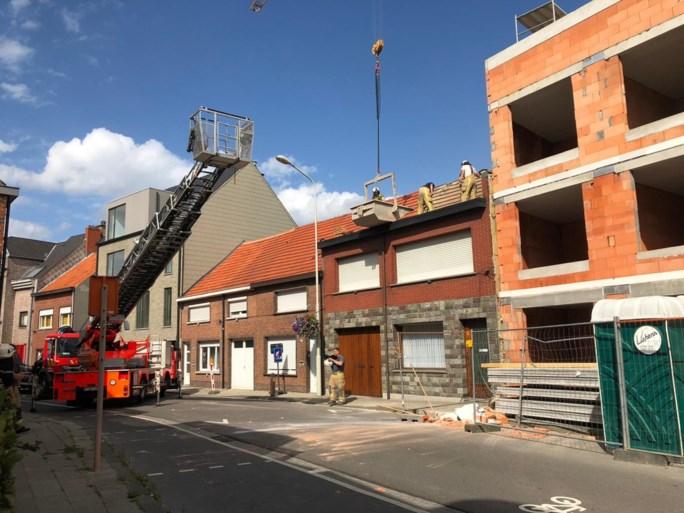 Stuk nieuwbouw waait om door hevige wind in Aartselaar