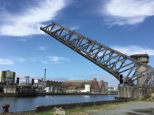 "Spoorwegbrug in Ruisbroek gemoderniseerd: ""20 kilometer aan kabels en 4.000 aansluitingen getest"""