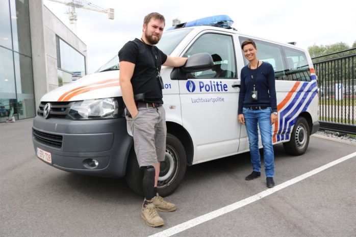 Kontichs bedrijf past politiecombi van inspecteur aan die bij aanslagen Zaventem been verloor