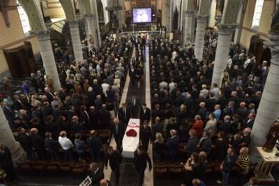 """Bomvolle kerk neemt afscheid van 'matchbox' Lambrecht: """"Bjorg, je was een magneet"""""""