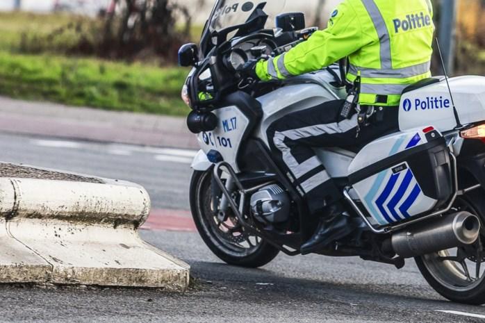 Antwerpse politie pakt langdurig geparkeerde vracht- en aanhangwagens aan