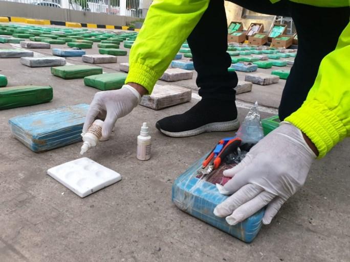Anderhalve ton cocaïne in container met fruit voor Antwerpen