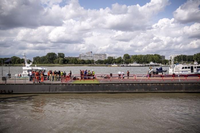 Ponton aan Steenplein terug in gebruik: Waterbus en veerboot meren weer aan