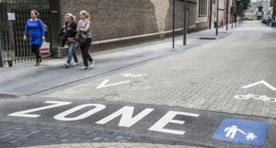 Auto's negeren voetgangerszone in Baron du Fourstraat, camera stelt dagelijks zestig overtredingen vast