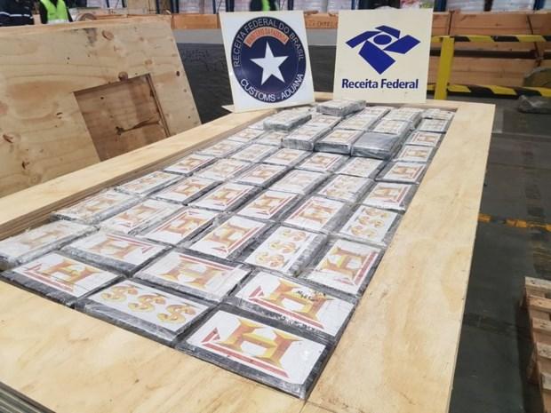 866 kilogram cocaïne voor Antwerpen onderschept in lading hout