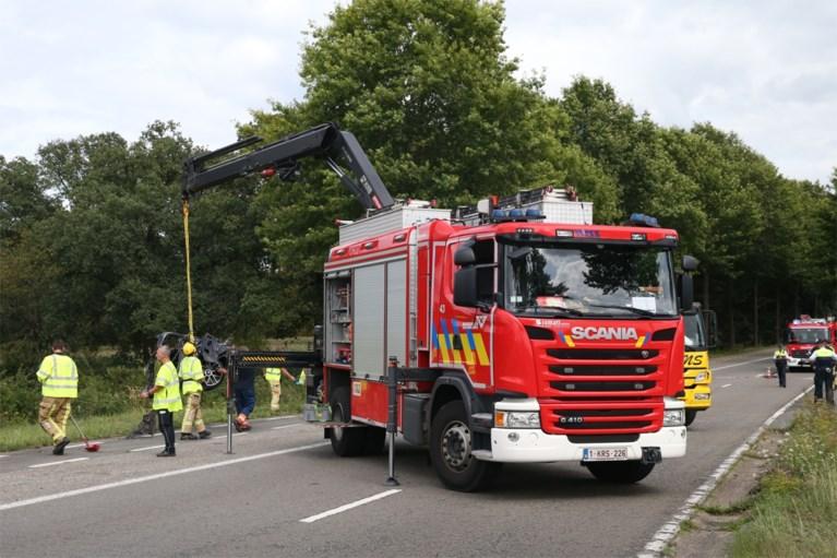 Dode en zwaargewonde bij ongeval in Wijnegem: auto crasht tegen boom
