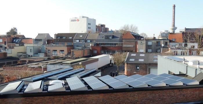 Elk Antwerps flatgebouw zijn zonnedak: Europa vereenvoudigt plaatsing zonnepanelen