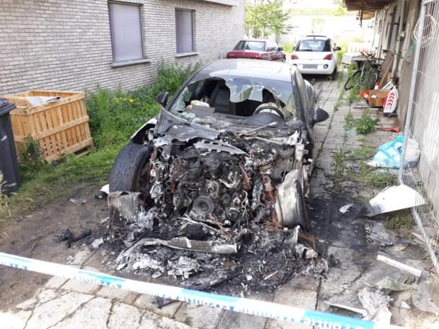 Porsche uitgebrand in Willebroek: politie houdt alle pistes open