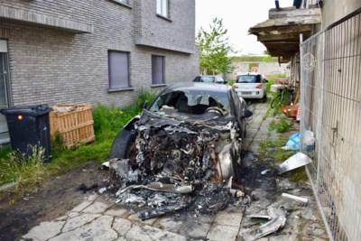 """Porsche op oprit van woning in brand gestoken: """"Ik heb met niemand problemen"""""""