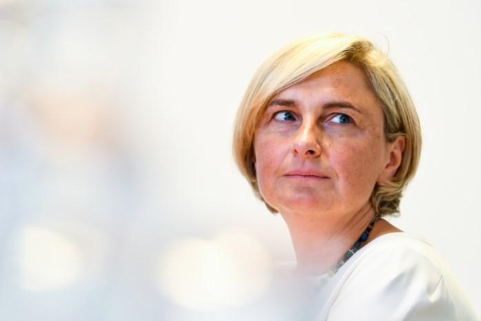 """Hilde Crevits doorbreekt stilzwijgen: """"Het deed pijn, iedereen was in shock"""""""