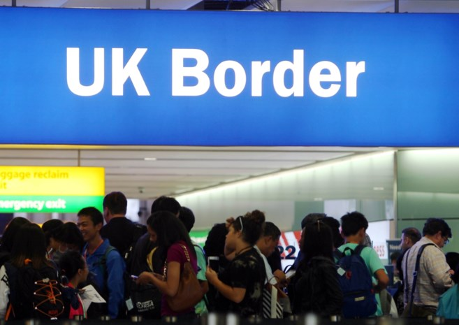Britse regering dreigt vrij reizen voor EU-burgers vanaf dag één van de Brexit te schrappen