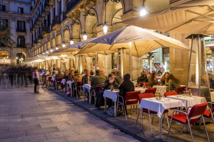 Horeca razend: Barcelona bant vanaf 2020 sigaret op terrassen