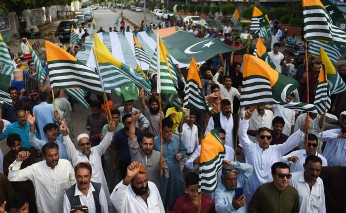 Twee doden bij gevechten aan grens in Kashmir