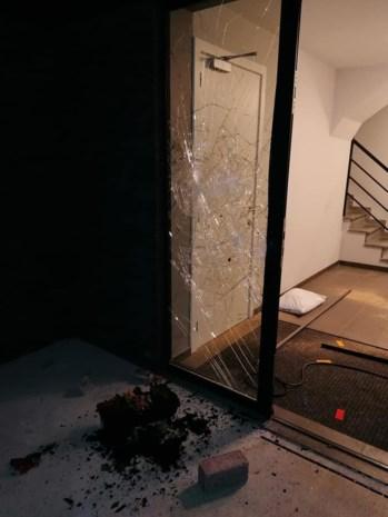 Vandaal richt voor 10.000 euro schade aan in architectenbureau
