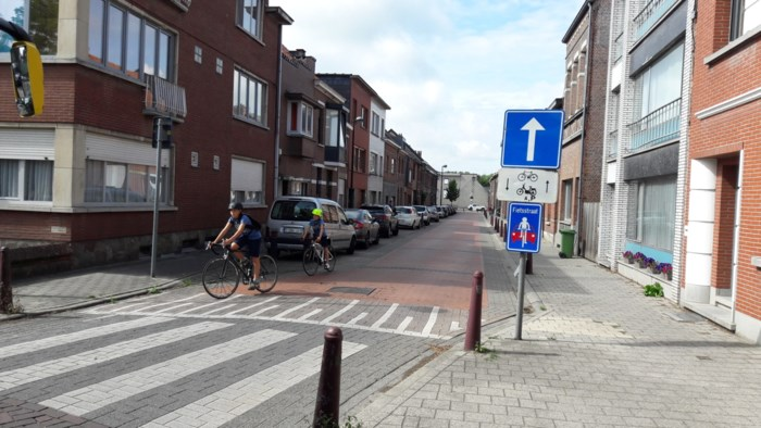 """Bewoners Drabstraat hekelen signalisatie fietsstraat: """"Auto's rijden hier nog steeds véél te snel"""""""