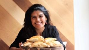 """ZOMERREEKS. Patty tovert Chileense empanadas op je bord: """"Een familierecept dat al generaties lang gesmaakt wordt"""""""