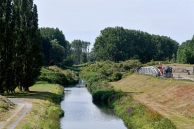 Fietsen langs de boorden van Oosterweel, waar straks de nieuwe Scheldetunnels liggen