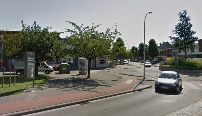 Vluchtende verdachten crashen tegen boom en glascontainer