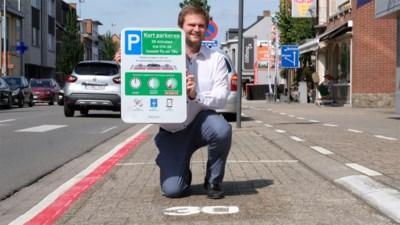 """Maximaal 30 minuten parkeren of 'aan de schandpaal': """"Op de klok kan iedereen zien wie te lang blijft staan"""""""