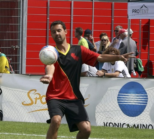 """Kempense Red Jellyfists, onze nationale ploeg in het Vuistbal: """"Volleyballen, maar dan met je vuisten"""""""