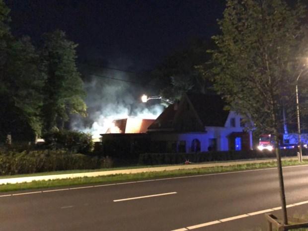 Brand achter bar De Chardon: twee oldtimers gaan in vlammen op