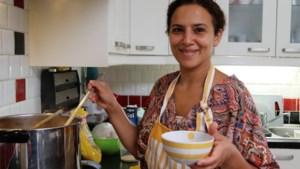 """De Marokkaanse harira van Zouhra: """"De buurvrouw leerde mijn mama bechamelsaus maken"""""""