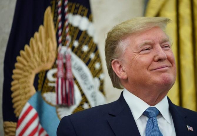 """Trump """"beveelt"""" Amerikaanse bedrijven alternatieven te zoeken voor China"""