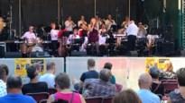 Harmonies en fanfares op podium Maanrock