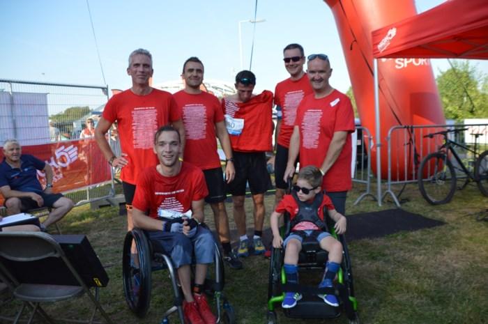 """Viktor (5) en Louis (8) zijn de nieuwe triatlonhelden: """"Ze hebben een topdag beleefd"""""""