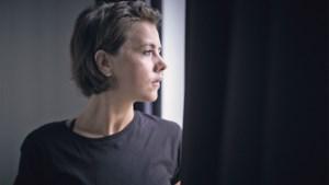 """'Thuis'-actrice Leen Dendievel: """"Als Bart De Pauw me vraagt voor een nieuwe serie, dan doe ik meteen mee"""""""