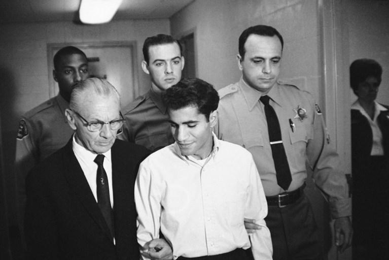 Moordenaar Robert Kennedy neergestoken in gevangenis