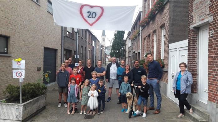"""Bewoners Leopoldstraat protesteren tegen hoge snelheden auto's: """"De gemeente doet niks met onze suggesties"""""""